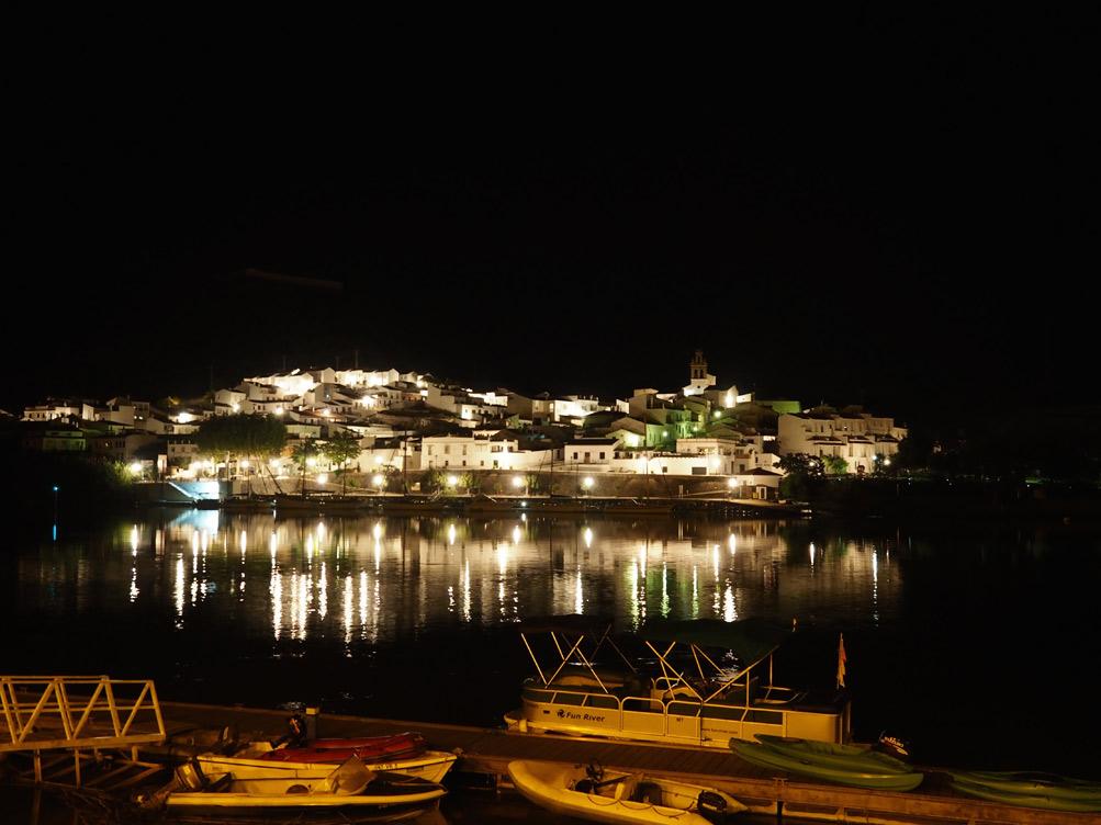 Vista nocturna de Sanlúcar de guadiana